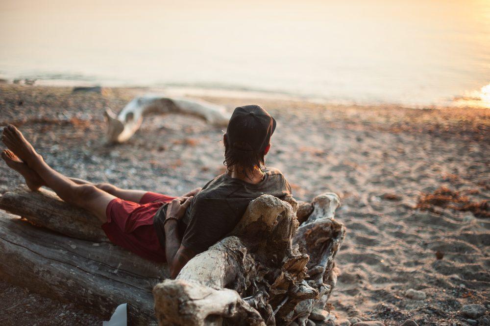 auf das Meer rausschauen und Ideen was so alles im Männeryoga geht