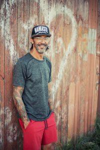 Mike, der Yogalehrer für Männer reist in den Norden