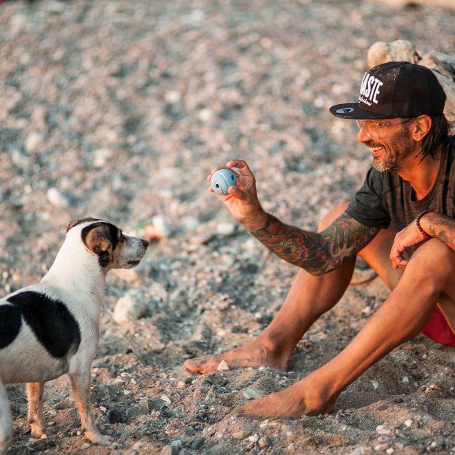 Mike, Yogalehrer für die Männer mit seinem Fellgesicht Winnie