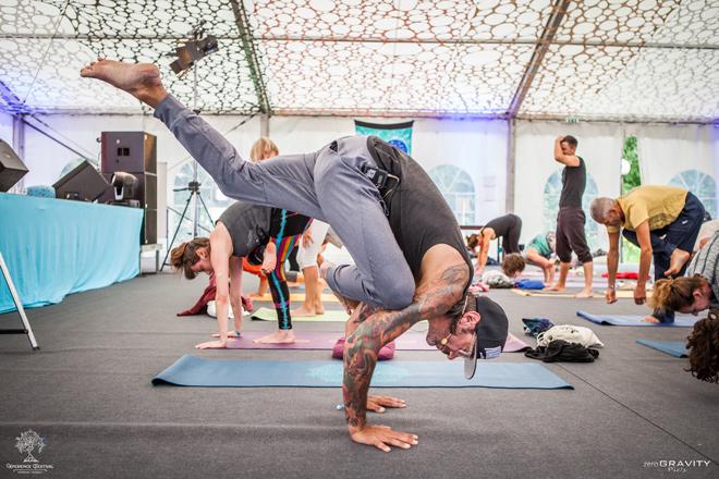 Du bist bereits Yogalehrer, aber dein Unterricht fließt nicht mehr so richtig, es fühlt sich monoton an, du vermisst den Fokus und die Inspiration?
